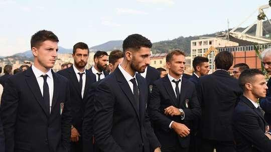 Los jugadores italianos, en el sentido homenaje. Twitter/Vivo_Azzurro