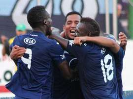 Los jugadores de Motagua se abrazan tras anotar un gol. Twitter