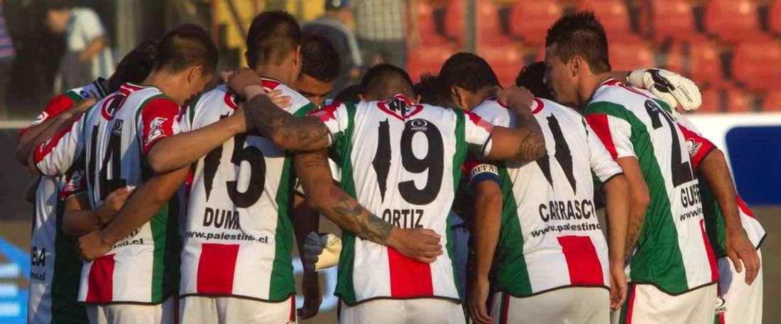 Los jugadores de Palestino se reúnen antes de un partido. AFP