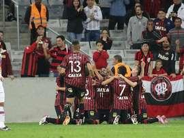 Los jugadores de Paranaense celebran su gol. Twitter