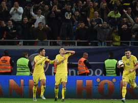 Los jugadores de Rumanía celebran la clasificación a la Eurocopa de Francia. Twitter