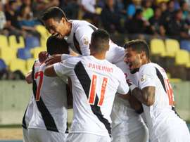 Os jogadores do Vasco celebram um dos gols apontados no jogo. VascodaGama