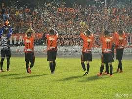 Los jugadores del Águila celebran el triunfo logrado en el campo de Sonsonate. Twitter