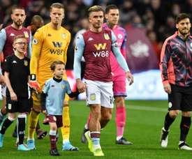 Aston Villa corta 25% dos salários de seus jogadores. AFP