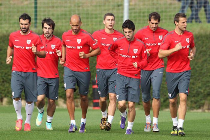 Pin Los jugadores del Athletic realizan carrera continua durante un  entrenamiento. Twitter c3a37b6aa2cb2