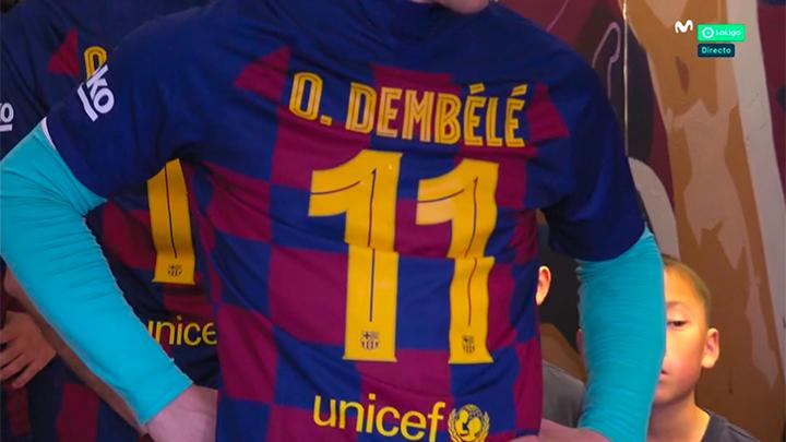 Les joueurs du Barça rendent hommage à Dembélé avant le match contre Getafe. AFP