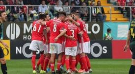 El Benfica golea al Portimonense para liderar en Liga. SLBenfica