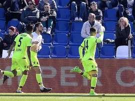 Los jugadores del Bologna celebran el gol de Destro. ESPN