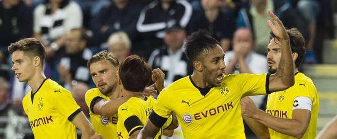 Los jugadores del Borussia Dortmund celebran el cuarto tanto que sellaba la remontada ante el Odd Grenland. Twitter