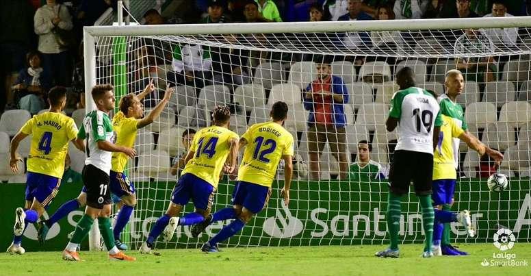 El Cádiz espera volver al liderato; el Deportivo quiere dar portazo a las dudas. LaLiga