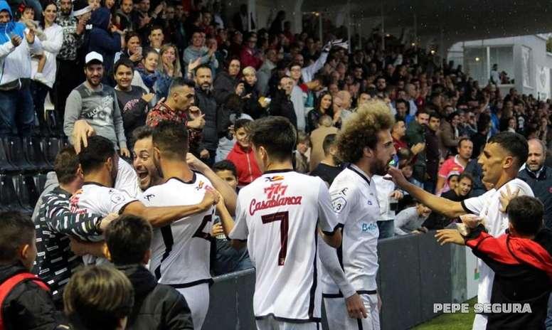 El Ceuta se juega el 'play off' de ascenso en la última jornada. Twitter/ADCeutaFC