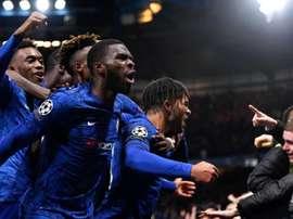 Loucura total em Londres: três gols e duas expulsões em onze minutos. Chelsea