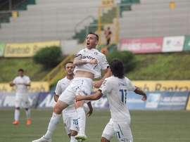 Los jugadores del Comunicaciones guatemalteco celebran un tanto. Twitter