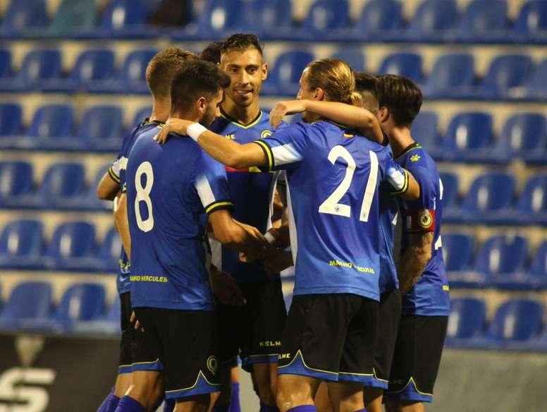 Los jugadores del Hércules celebran el triunfo en el Ciudad de Alicante 2017. CFHércules