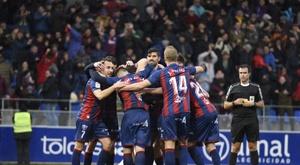 Los jugadores del Huesca celebran el tanto anotado por Jair ante la Cultural Leonesa. LaLiga