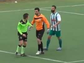 Los jugadores del Isolese agredieron al árbitro por pitar un penalti en el último minuto de la prórroga. YouTube