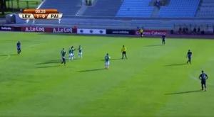 Los jugadores del Levadia celebran el gol en propia puerta de Kase. Twitter
