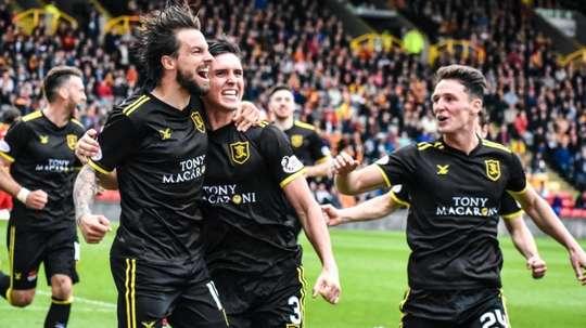 Le Livingston FC laisse ses fans décider de la prolongation d'un joueur. Twitter/LiviFCOfficial