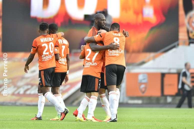 El Lyon pincha ante el Lorient en Francia. FCLorient
