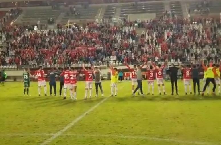 Los jugadores del Murcia celebraron la clasificación la Nueva Condomina. Twitter/realmurciasfsad