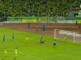 Los jugadores de PKNS anotaron el empate mientras sus rivales celebraban en la banda. Twitter