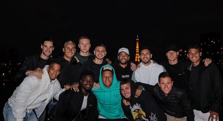 Les joueurs du PSG fêtent le 14 juillet tous ensemble. Twitter/Neymarjr