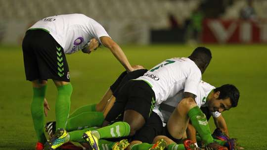 Los jugadores del Racing de Santander celebran la victoria en un encuentro de Segunda División B. RealRacingClub
