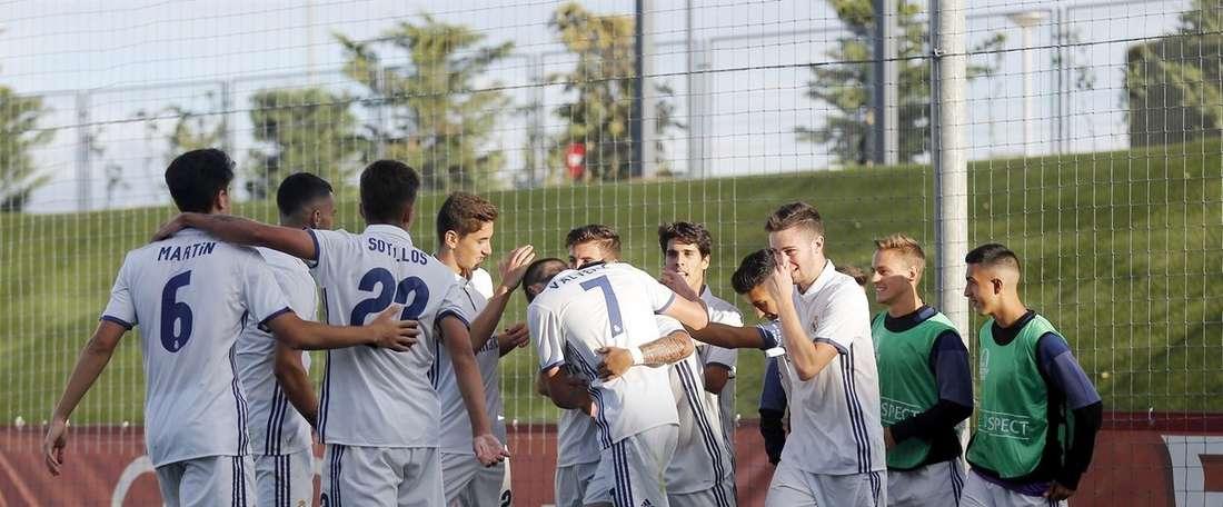 Los jugadores del Real Madrid juvenil celebran un gol. UEFA