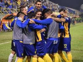 Los jugadores del Sportivo Luqueño celebran la goleada a Aurora que les da el pase a 1/16 de la Copa Sudamericana. Twitter
