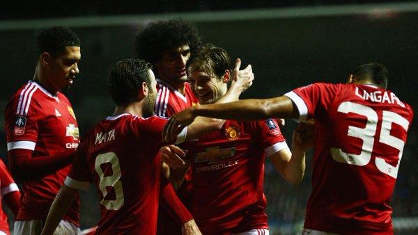 Los jugadores del United celebran el gol de Blind. Twitter
