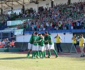Los jugadores del Villanovense celebran un gol ante el Racing. AytoVVASerena