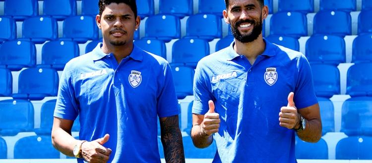 Los nuevos jugadores del Feirense Flávio y Vaná, en su presentación oficial. CDFeirense