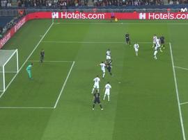 L'arbitre assistant a annulé le but de Benzema. Capture/Movistar+