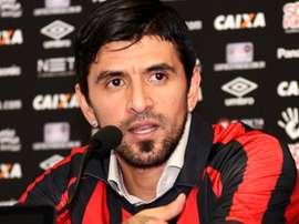 'Lucho' se defendió. AtleticoPR
