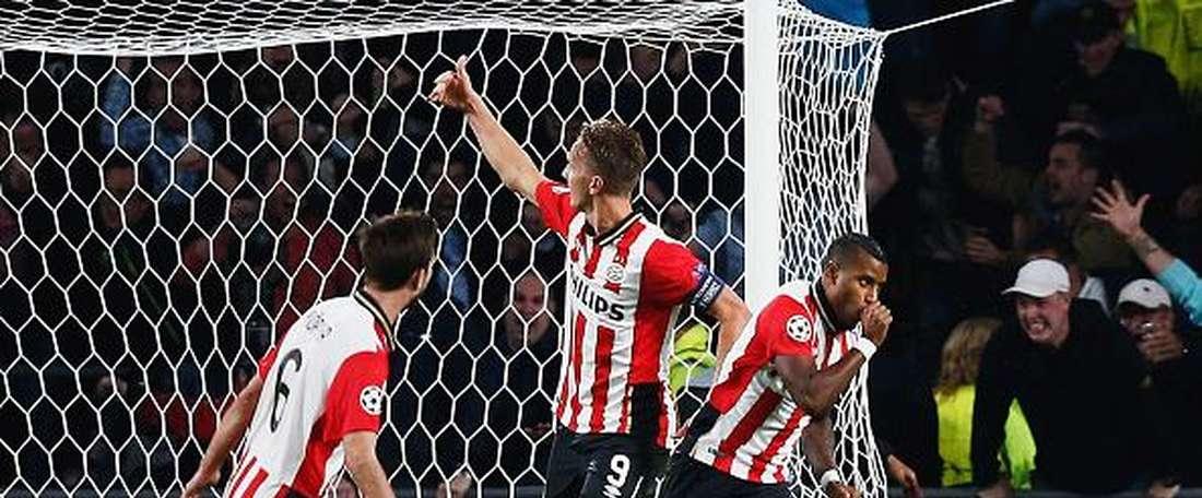 Narsingh celebra un gol con el PSV. Twitter