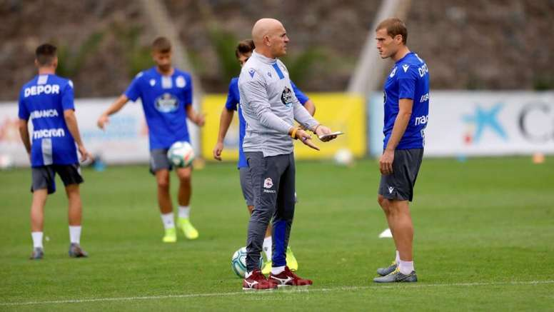 Luis César también igualaría a Seedorf con el peor debut de un técnico deportivista. RCDeportivo