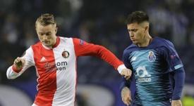 El Oporto se clasifica en el festival de los errores. Feyenoord