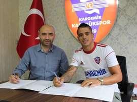 El lateral argentino cerró su contratación con el cuadro turco. KardemirKarabükspor