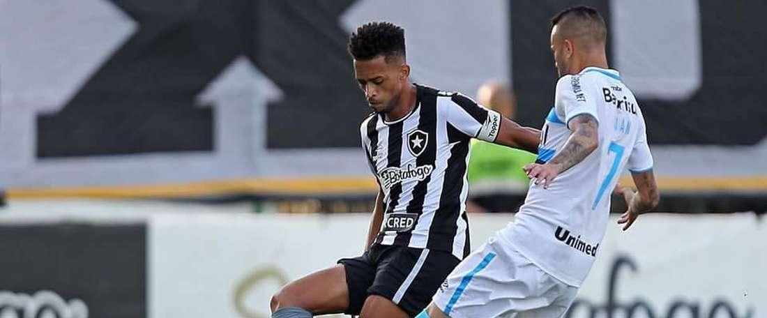 Luis Ricardo Silva será baja con Botafogo hasta finales de año. BotafogoOficial