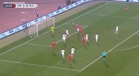 Jovic demostró con Serbia que tiene mucho gol de cabeza. Captura/UEFATV