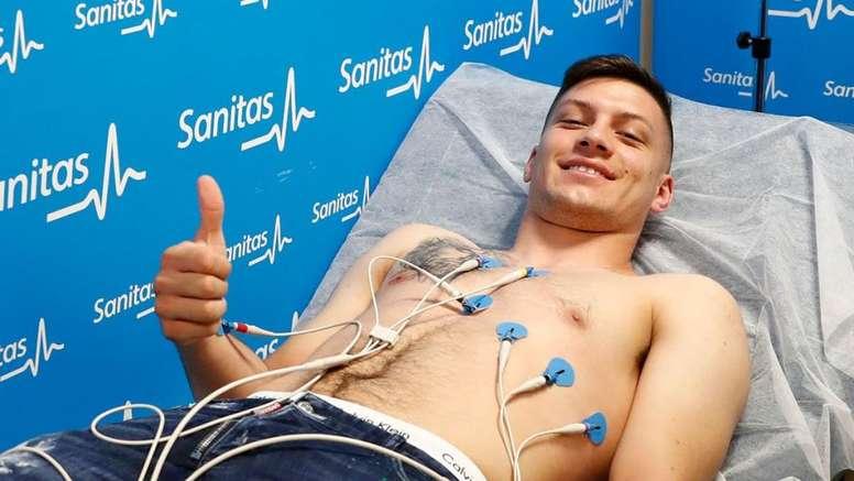 Luka Jovic já passou nos exames médicos do Real Madrid. RealMadrid