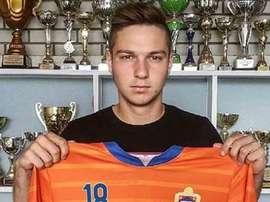 Luka Modric posa con la camiseta del Varteks. Twitter