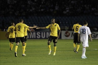 Decordova-Reid nets stunner as Jamaica and Costa Rica open Gold Cup with wins. EFE