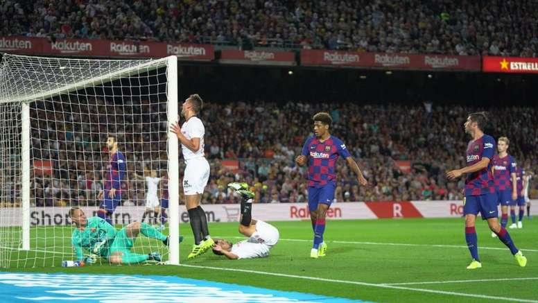 Defensa a ultranza de Monchi a De Jong. SevillaFC