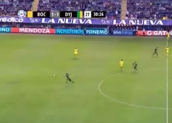 Increíble regalo del defensa de Boca. Captura/TNTSports