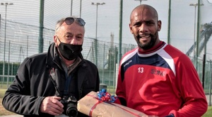 Maicon welcomed in Italy with... bread! ASDSonaCalcio