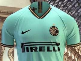 L'Inter présente son maillot extérieur vert et turquoise. GOAL