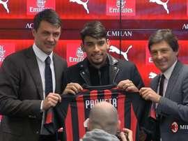Paquetá é apresentado no Milan. ACMilan