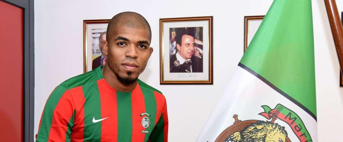 Manoel posa con la camiseta del Maritimo. MaritimoFunchal