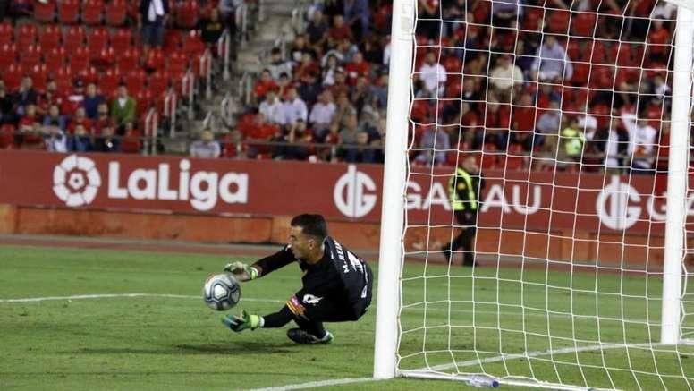 Manolo Reina le paró un penalti a Aduriz. Twitter/RCD_Mallorca